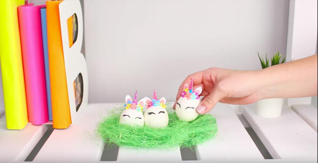 Пасхальные яйца в виде единорожек