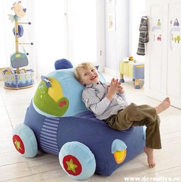 Мягкий диван для детской комнаты