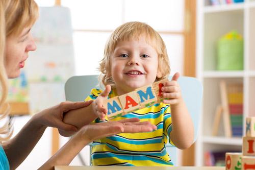 Как развить речь ребенка с года до двух лет?