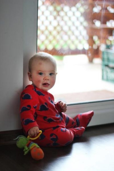 Ребенок упал с кровати, что делать?