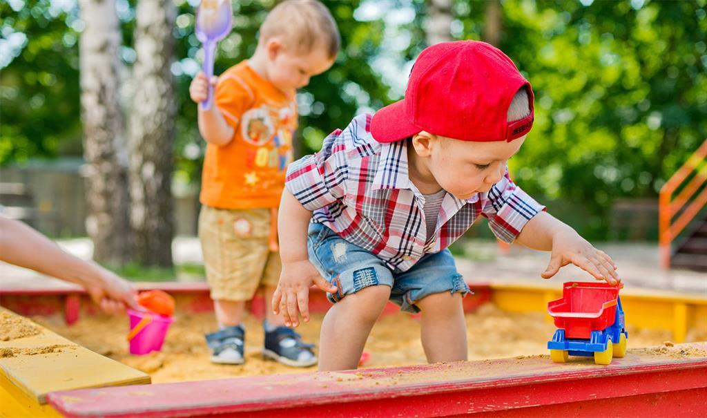 Песочница: какую опасность может таить для детей?
